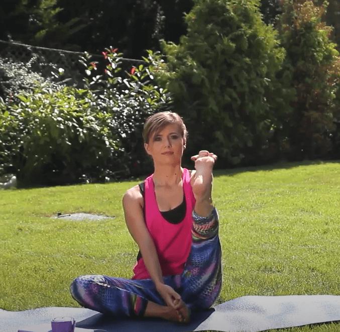 Online jóga könyvtár – Bemelegítés ülő helyzetben