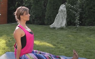 Online jóga gyakorlatok kezdőknek – Ingyenes jóga videók – Bot ülés
